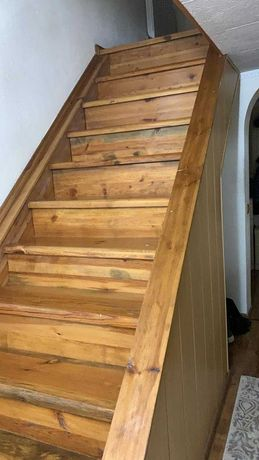 Лестница для коттеджа из массива дерева  Б/у  недорого
