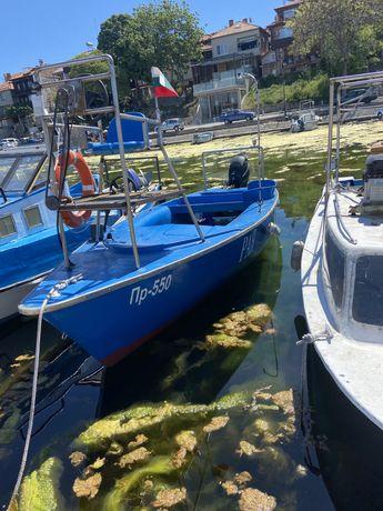 Рибарска лодка