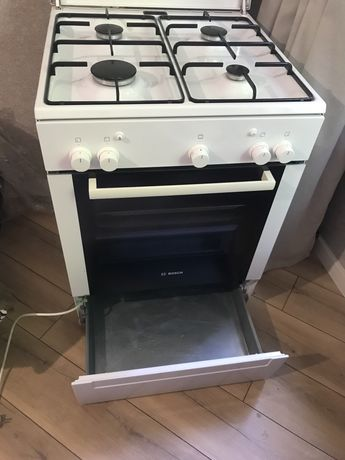 Продам газовую плиту BOSH