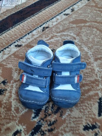 Продам ботинки детские