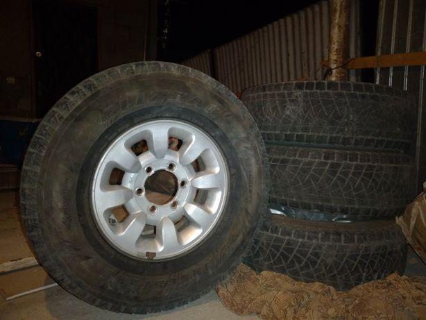 Продам шины с дисками в отличном состоянии возможно с доставкой.  Для