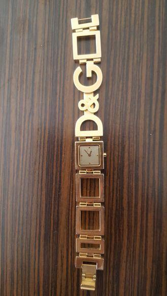 Дамски часовник D&G тип гривна
