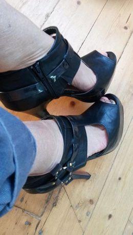 НАМАЛЯВАМ Черни елегантни токчета на палатформа