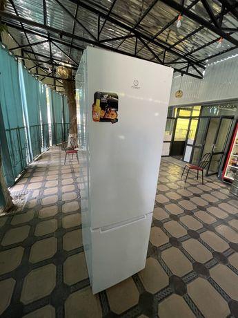 Срочно продам холодильник Индесит