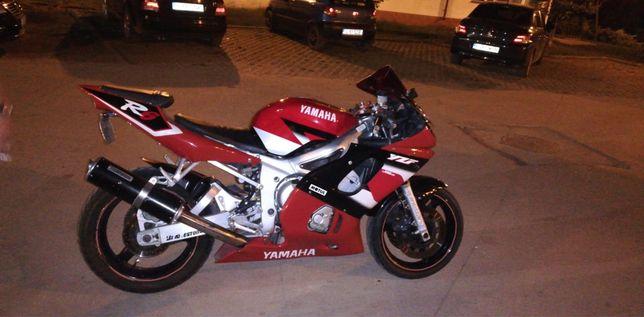 Yamaha R 6 an 2001