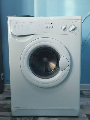 """Продам стиральную машинку """" Indesit"""", в хорошем состоянии, 5 кг"""