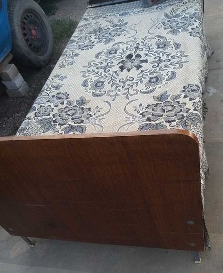 Доставка Кровать полуторка панцирная с деревянными спинками