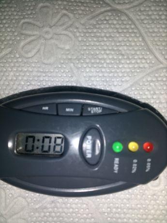 Продавам 3/1алкохолметър хронометър и фенер