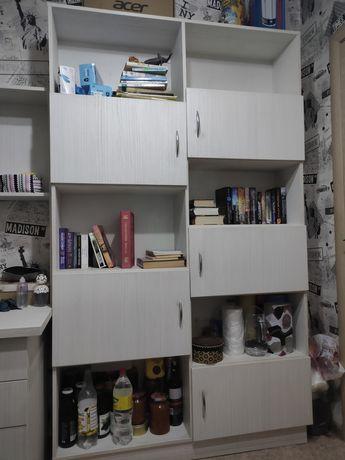 СРОЧНО продается книжный шкаф