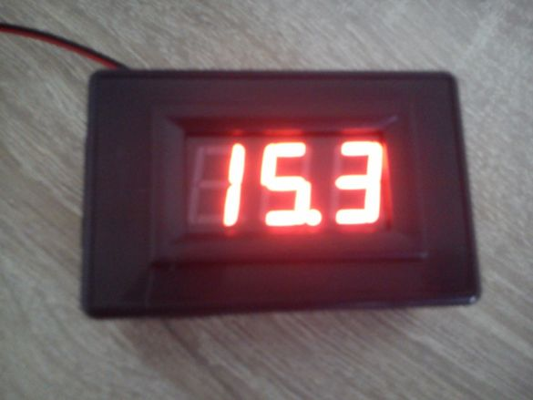 ПРОМО / Модул кондензатор с капацитет 1,6 фарада + волтметър до 16V