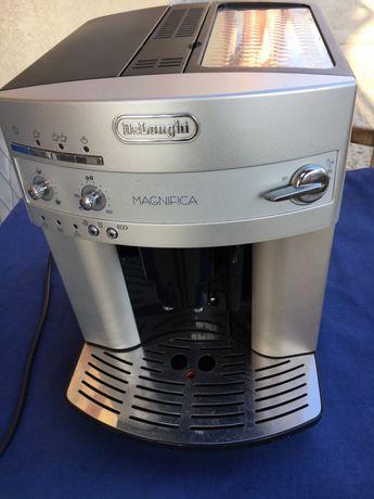Aparat cafea automat DeLonghi magnifica
