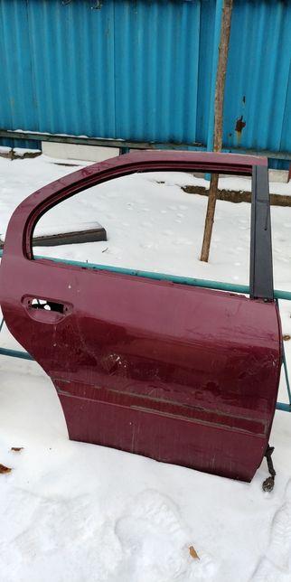 Продам дверь задную правую от Nissan Primera