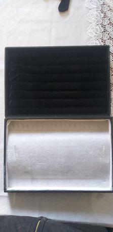 Коробка от ювелирных изделия.