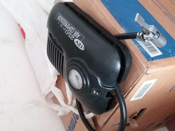 Compresor auto 12v,pentru unflat roti.pret. 150 lei.