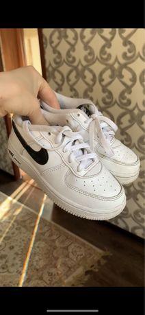 Две пары детской обуви