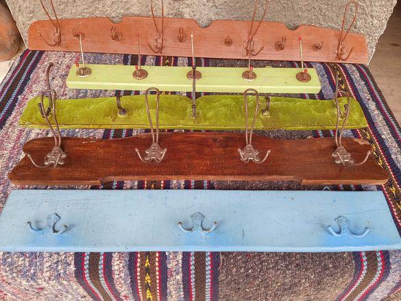 5 броя стари дървени закачалки.