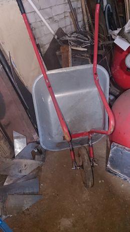 Тачка садовая продаю из ненадобностью колесо усилиной конструкции в от
