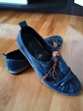 Pantofi primăvara /toamna, comozi, ușor de întreținut.