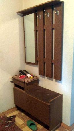 вешалка Б/У с зеркалом и шкафчиком для обуви