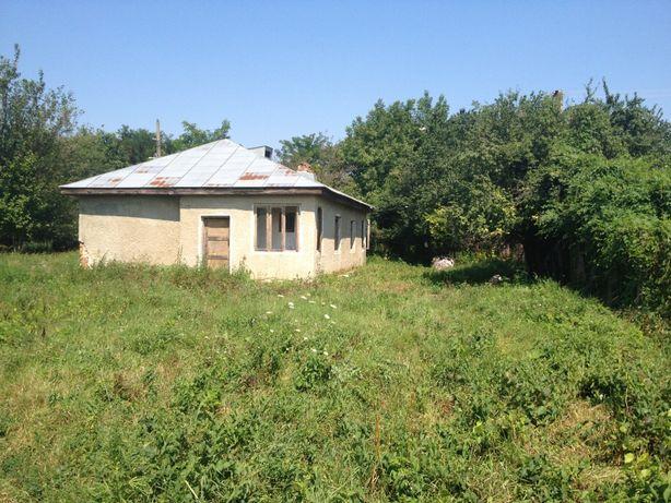 Casa din caramida la 25 km de Focsani, teren 5000 mp