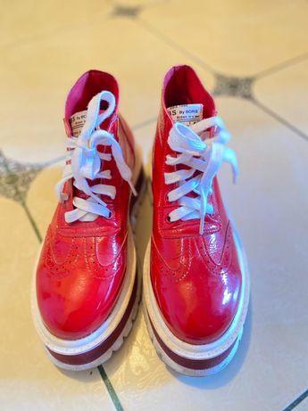 Модная стильная женская обувь