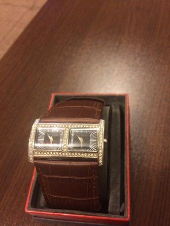 Часовник Betty Barclay с камани Swarovski