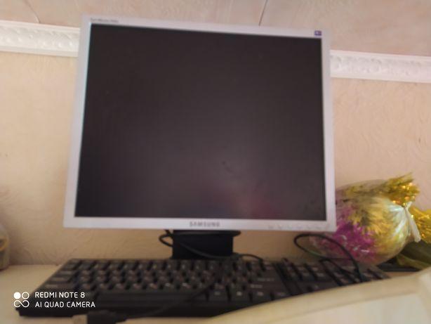 Монитор 19 дюйм Самсунг