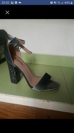 Sandale glitter cu toc