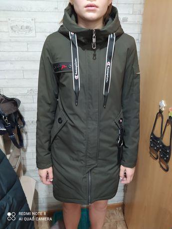 Продам демесезонную женскую куртку размер м