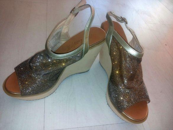 Златни обувки нови летни