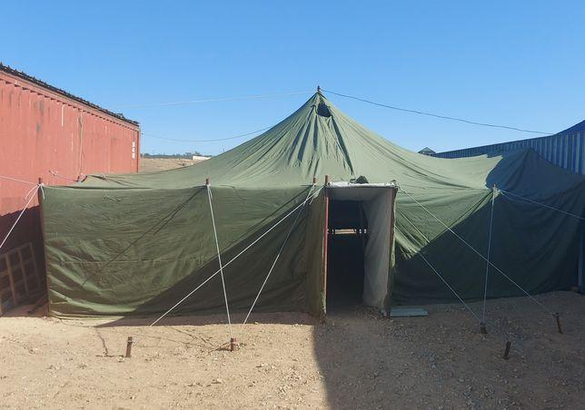 Военная палатка.