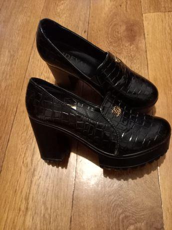 Ботинки женские 39размер