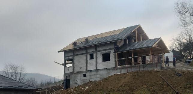 Constructii case la rosu si cheie!