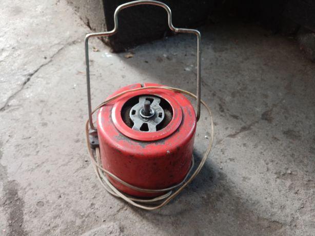 Электродвигатель от соковыжималки.