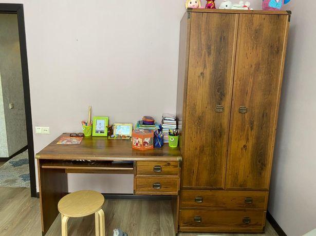 Шкаф и стол рабочий