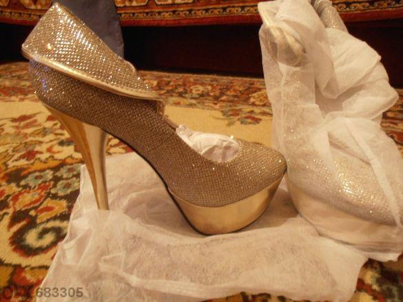 Екстравагантни дамски обувки с висок ток номер 38