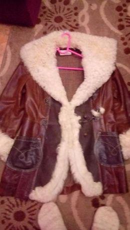 Продам очень качественную куртку 46 размер. Состояние отличное!