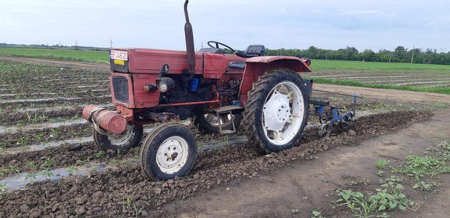 De vânzare Tractor 445L Legumicol