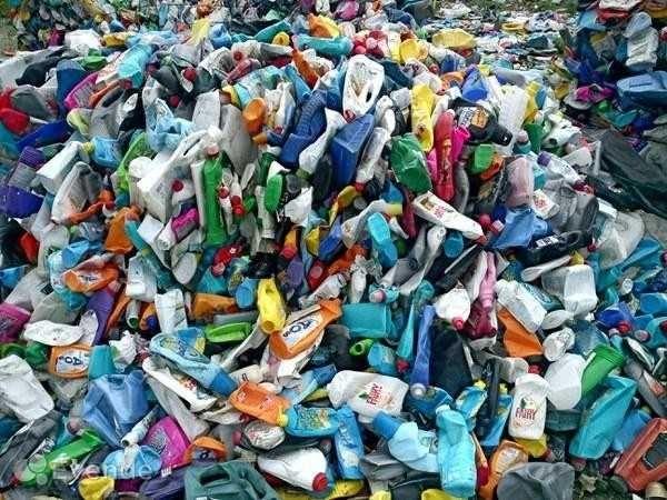 Флаконы пластиковые, моющие средства вторичные