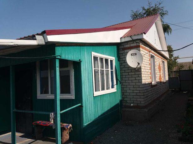 Дом с земельным участком и надворными постройками