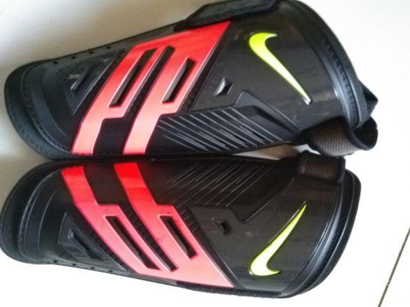 Продавам кори за футбол Nike размер L