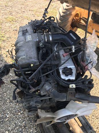 Dezmembrez motor Nissan Patrol 4.2 benzina Y60