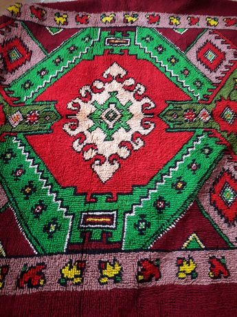 КИТЕНИК - традициони,национални цветове,180 на 200 см