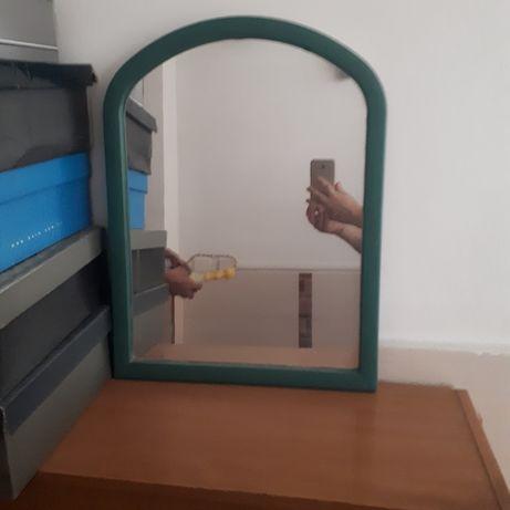 На стенный зеркало