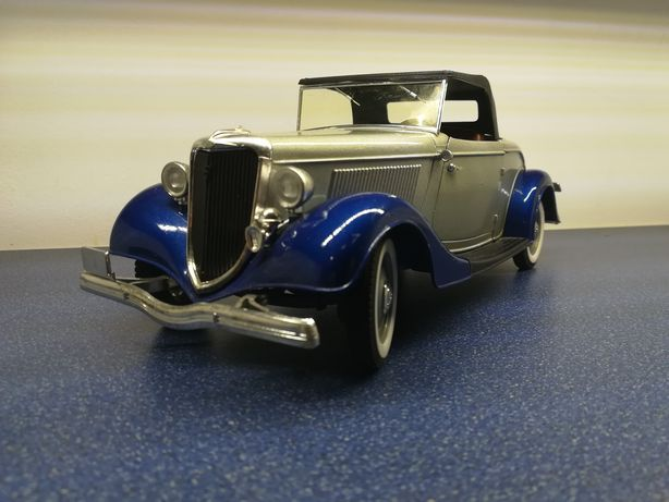 Ford V8, macheta metalica auto 1:19, solido
