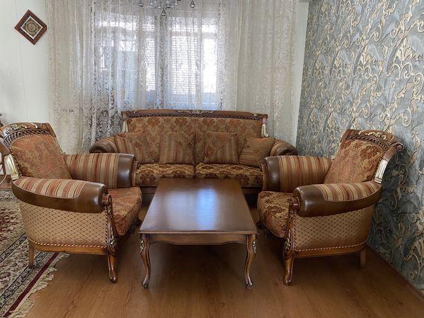 Продам диван с креслами и журнальным столиком