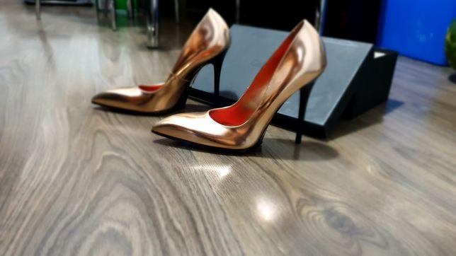 Pantofi cu toc Calvin Klein nr 37