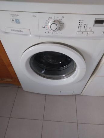Mașina de spălat rufe Electrolux
