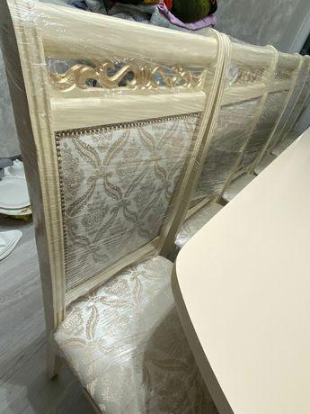 Срочно Продам стол со стульями длина 3,5м Цвет кремовый