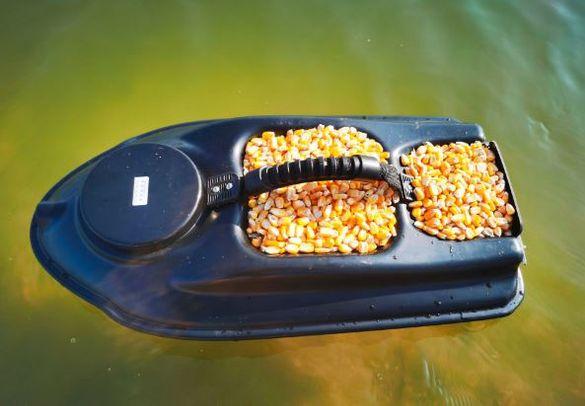 лодка за захранка Boatman actor с добавен автопилот първата генерация